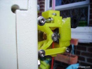 3D printer bowden extruder with pinch roller idler